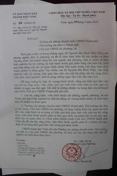 Sau khi báo VTC News phản ánh, UBND TP Vinh đã có Công văn chấn chỉnh giờ giấc làm việc do Chánh Văn phòng ký