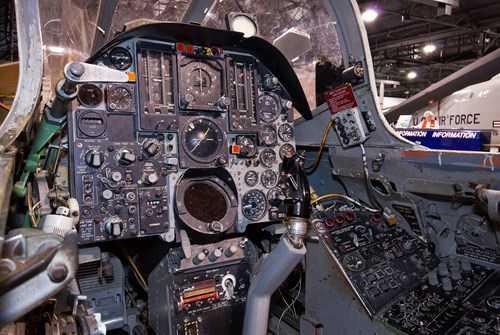 Buồng lái F-105D.