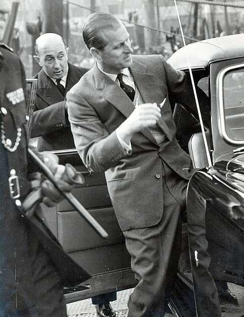 Công tước xứ Edinburgh đã từng dùng  chiếc xe này để đưa đón con trai và tham dự các sự kiện quan trong.