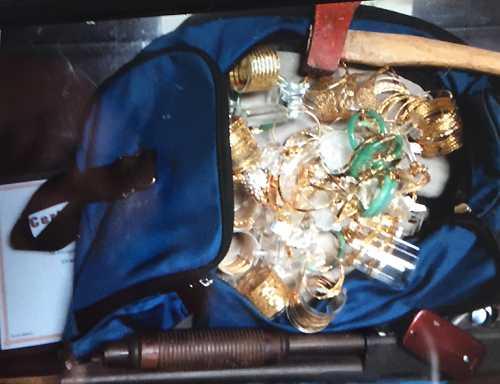 Đôi nam nữ táo tợn cướp tiệm vàng giữa ban ngày (Ảnh minh họa)