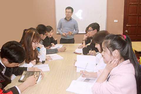Trung tâm đào tạo tiếng Anh EFF English Center. Địa chỉ: Số 31, ngõ 16, Đường Phan Văn Trường, Cầu Giấy, Hà Nội