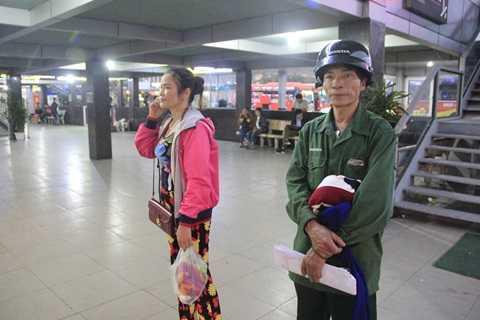 Từ lúc lạc mất Vũ, ông Sơn và bà Lương lúc nào cũng thất thần.