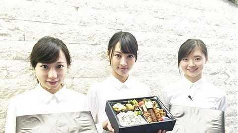 Nhân viên giao cơm được chọn ra từ các lò đào tạo người mẫu chuyên nghiệp