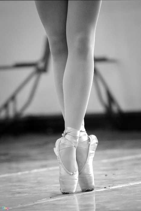 Đến năm học thứ 3, các nữ sinh bắt đầu làm quen với đôi giày mũi cứng và phải tới năm học thứ 6 mới có thể làm chủ hoàn toàn.