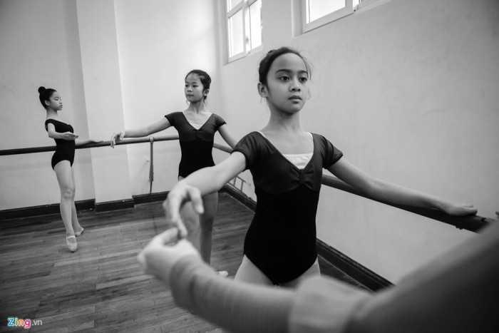 Được thành lập từ năm 1959 với tên gọi ban đầu là Trường trung cấp Múa   Việt Nam, đến nay lớp Múa nước ngoài (ballet) đã bước sang khoá đào tạo   thứ 43 và cũng là đơn vị đào tạo múa đầu tiên tại nước ta.