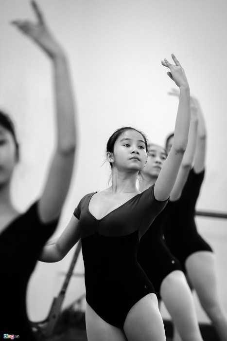 Trương Thị Bích Hạnh  yêu ballet theo  cách khác những bạn cùng lớp. Cô   gái đến từ Quảng Bình ban đầu theo học do gia đình  thích và giới thiệu   thi vào trường. Tuy nhiên, càng về sau, Hạnh càng thấy say mê bộ môn   này.