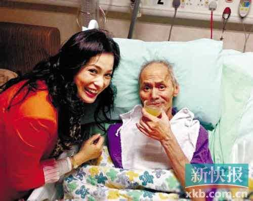 Bị vợ con bỏ rơi, Lưu Gia Huy chỉ có nữ trợ lý Diệc Mẫn ở bên chăm sóc.