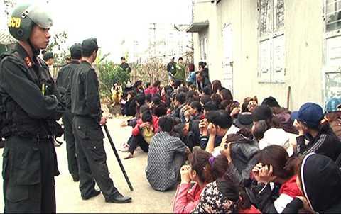 Cơ quan CSĐT Công an tỉnh Quảng Ninh đã ra quyết định bắt, tạm giữ 91/176 đối tượng trong sới bạc 'khủng' vừa bị triệt phá