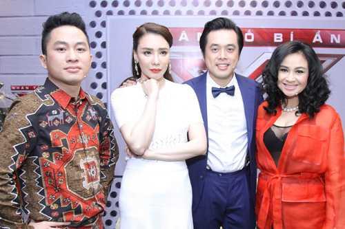 Bộ tứ giám khảo X-Factor 2016 gồm Tùng Dương, Hồ Quỳnh Hương, Dương Khắc Linh, Thanh Lam.