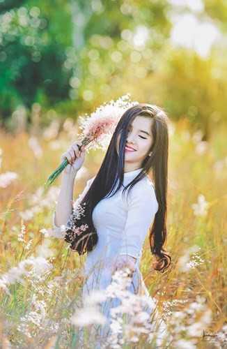 Cô giáo 9X xinh đẹp Nguyễn Trần Như Ý đang chiếm được thiện cảm lớn với cộng đồng mạng bởi ngoại hình xinh xắn, nụ cười ngọt ngào và giọng nói nhẹ nhàng. Hiện cô bạn sinh năm 1997 được lọt vào danh sách những cô giáo trẻ tài năng được rất nhiều người mến mộ ở xứ Huế.