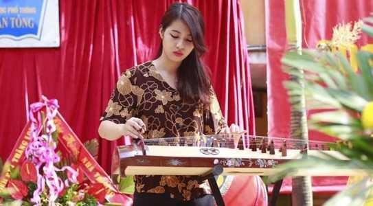 Kim Yến rất yêu thích công việc của một giáo viên mầm non và mong muốn đưa đàn tranh vào giảng dạy.
