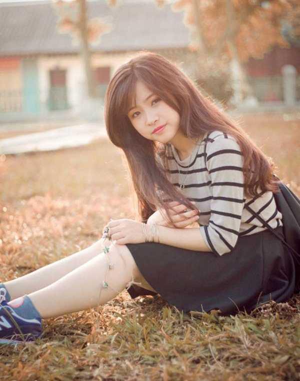 Cô bạn sinh ngày 6/11/1996, hiện là sinh viên khoa Lịch sử, trường ĐH Sư phạm Hà Nội.Sở hữu vẻ ngoài xinh xắn, khuôn mặt bầu bĩnh,dễ thương, cô giáo tương lai Lê Nguyễn Thanh Hà khiến nhiều bạn trai ngẩn ngơ.