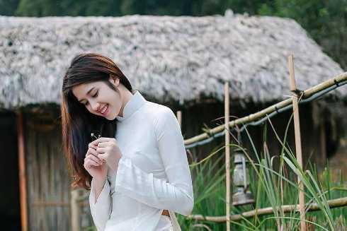 Người đẹp sinh năm 1993 ở Tây Ninh. Sở hữu chiều cao 1,71 m với số đo ba vòng 3-61-89, Đồng Thanh Vy được nhiều sự kiện giải trí săn đón sau khi bước ra khỏi cuộc thi.