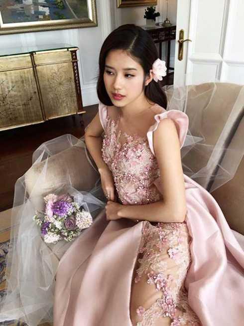 Thanh Vy và chú rể dự định đãi tiệc cưới vào tháng 4. Sau khi kết hôn, người đẹp có thể sẽ rút lui khỏi showbiz.