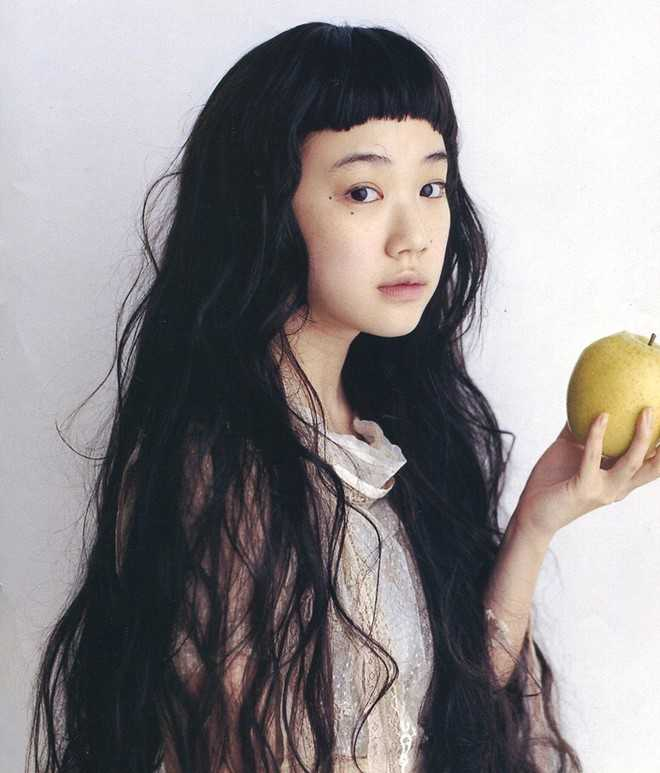 Đầu năm 2010, cô gái được Song Joong Ki nhắc tới là Yu Aoi - nữ diễn viên người Nhật sinh năm 1985, nổi tiếng với diễn xuất tự nhiên và vẻ đẹp trong sáng. Yu Aoi là diễn viên chính trong bộ phim Hana and Alice của đạo diễn danh tiếng Shunji Iwai. Ảnh: Hirame