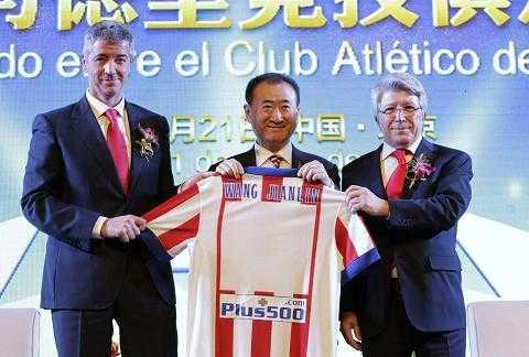 Tỷ phú Wang Jianlin trong lễ công bố phi vụ mua 20% cổ phần của Atletico Madrid.