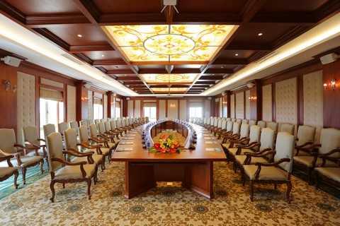 Phòng họp trong Khách sạn FLC Vĩnh Thịnh phù hợp với các đơn vị tổ chức hội thảo, hội nghị…