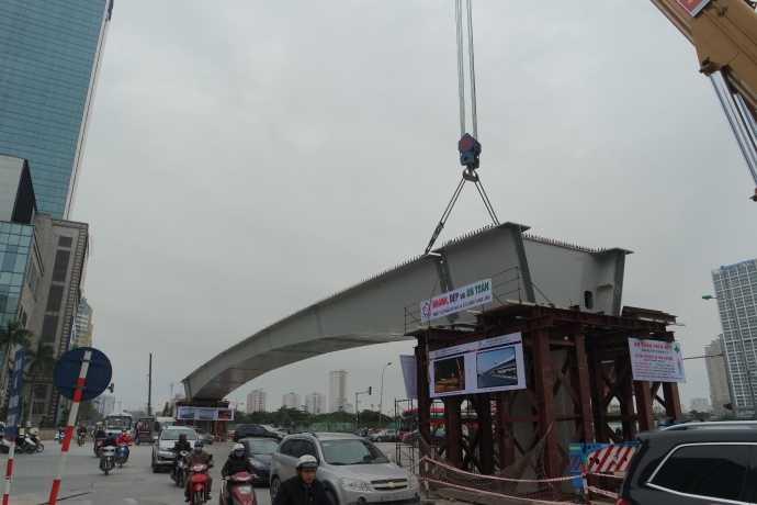 Dầm cầu đã được lắp dựng ổn định trên trụ cầu