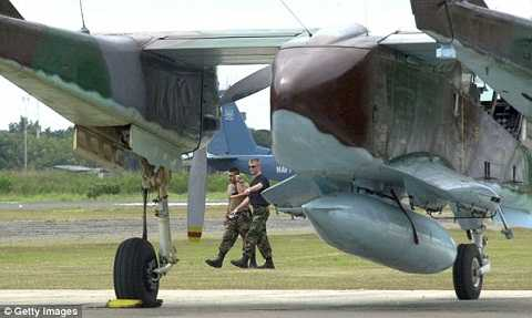 Hai lão làng đang nằm an phận ở sân bay quân sự North Carolina