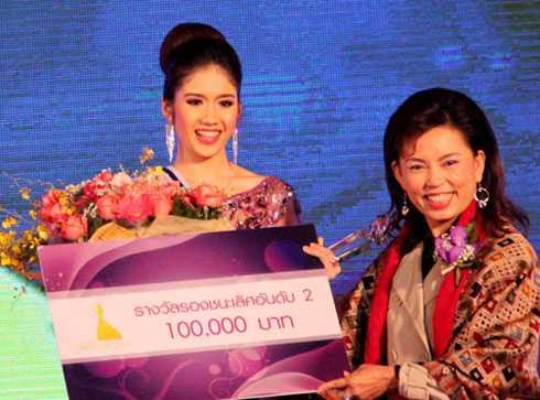 Đồng Thanh Vy sinh năm 1993, sở hữu chiều cao 1m71 với số đo 3 vòng 83-61-89. Cô đoạt giải Á hậu Đông Nam Á 2013