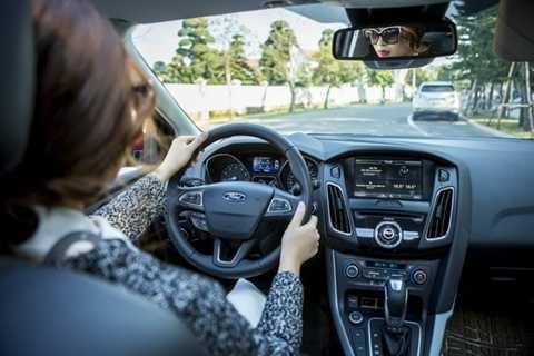 Kiểm tra xe nếu có đèn báo hiệu hoặc tiếng động lạ khi khởi động