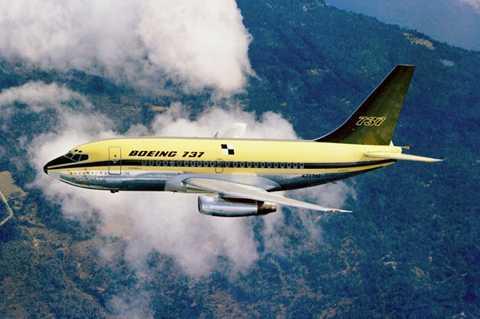Cuối năm 2015, Boeing ra mắt chiếc 737   Max trước hàng nghìn nhân viên của công ty tại cơ sở lắp ráp ở khu vực   Renton, bang Washington, Mỹ. Qua nhiều năm, 737 trở thành dòng bán chạy   nhất trong lịch sử hàng không thương mại, với hơn 13.000 máy bay được   bán từ năm 1965.
