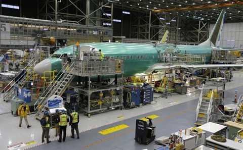 Chiếc Max 737 thứ 2 và thứ 3 đang trong quá trình hoàn thiện.
