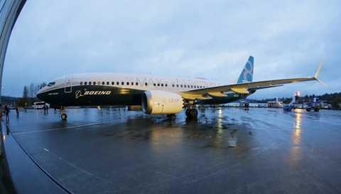 Hiện tại, Boeing có gần 3.000 đơn đặt   hàng cho thế hệ máy bay mới này. Năm 2015, chiếc Max 7 trị giá 90,2   triệu USD trong khi Max 9 là 116,6 triệu USD. Theo dự kiến, Max 737 sẽ   thực hiện chuyến bay đầu tiên vào đầu năm 2016.