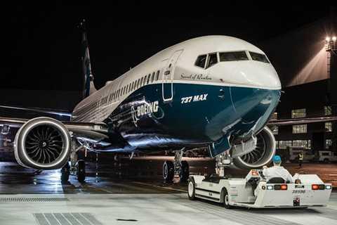 """Cuối những năm 1970, Boeing phát triển   một phiên bản mới của dòng 737, gọi là """"Classic Series"""". Phiên bản này   lớn hơn phiên bản tiền nhiệm và được trang bị động phản lực cơ mới, loại   CFM56 – loại tiết kiệm nhiên liệu hơn."""
