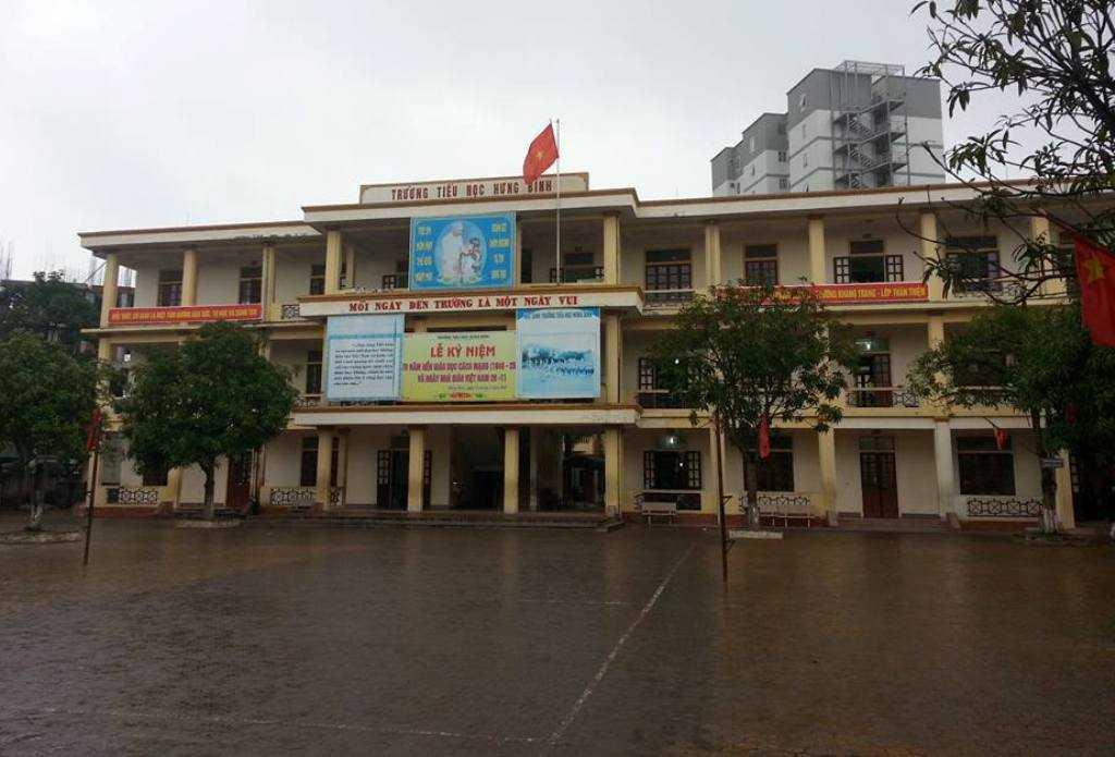 Trường tiểu học Hưng Bình nơi thầy C.V.D làm việc và bị phụ huynh tố cáo có hành vi dâm ô đối với các học sinh nữ ở khối lớp 3.