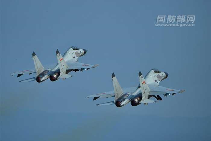 Biên đội J-11 của Trung Quốc luyện tập