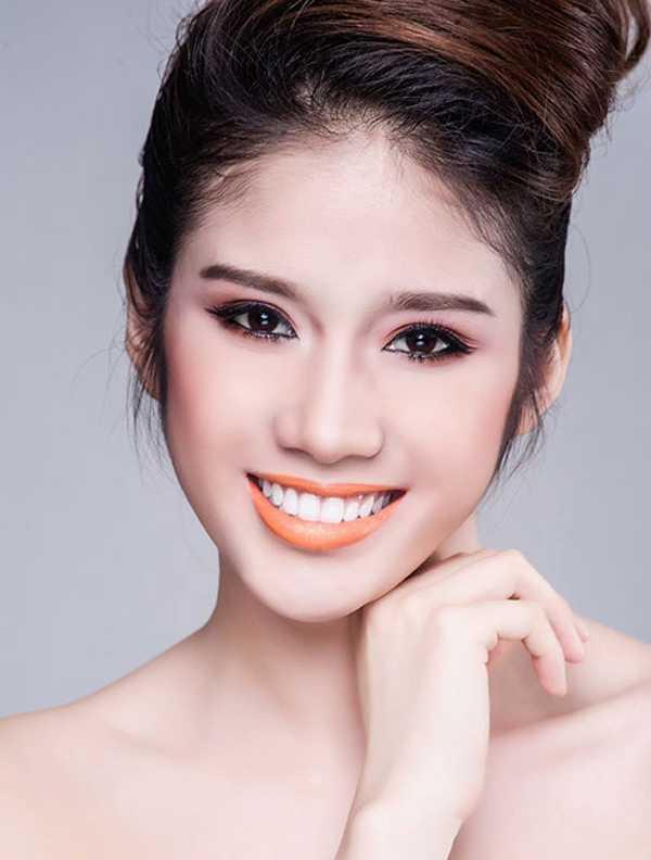Năm 2013, Đồng Thanh Vy tham gia F - Idol và lọt vào vòng chung kết. Sau khi được biết đến với tư cách Á hậu 2 Hoa hậu Đông Nam Á, chân dài 9x cũng thường xuyên tham gia vào các hoạt động showbiz. (Ảnh: Ngôi sao)