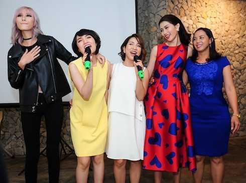 Các người mẫu và diễn viên trong MV 'Đẹp cho cuộc sống' cũng ủng hộ tiết mục.