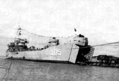 Tàu HQ-505 đã lao lên bãi ngầm ở đảo Cô Lin cắm cờ khẳng định chủ quyền Tổ quốc vào ngày 14/3/1988.  Ảnh tư liệu.