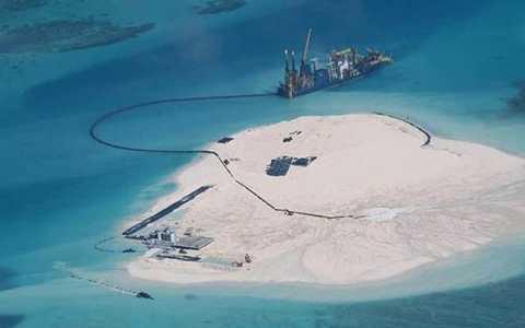 Trung Quốc tiến hành các hoạt động bồi lấp phi pháp trên Biển Đông. Ảnh: CSIS