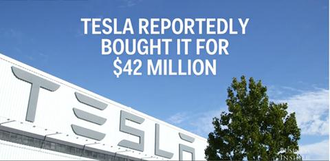 Cảnh quan bên ngoài nhà máy sản xuất xe hơi tại Oakland, CA, Mỹ. Được biết, Tesla đã chi tới 42 triệu USD để xây dựng nhà máy này.