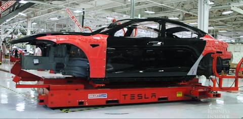 Những chiếc xe hơi Tesla nặng nề vẫn có thể di chuyển