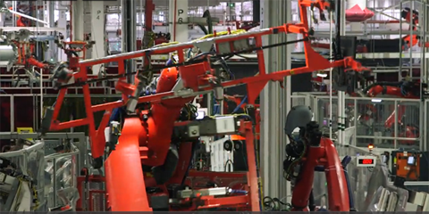 Những robot có cánh tay dài và kích thước khổng lồ chính là những