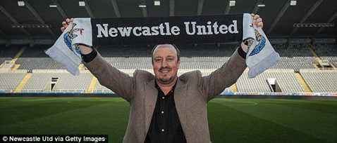 Rafa Benitez vừa trở lại nước Anh làm HLV trưởng Newcastle