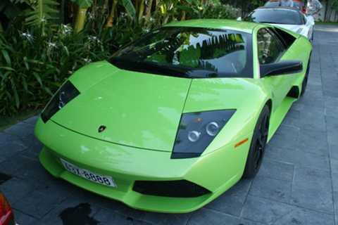 Siêu xe Lamborghini Murcielago LP640 màu   xanh cốm chỉ có duy nhất một chiếc tại Việt Nam, về nước hồi cuối năm   2010, đeo biển tứ quý 8 và thuộc sở hữu của một thanh niên còn khá trẻ ở   Đà Nẵng.