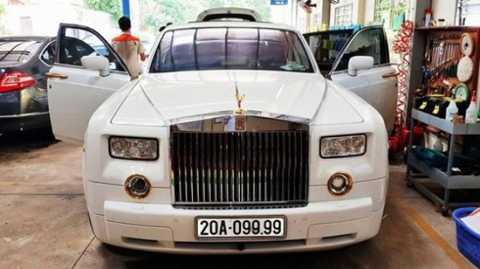 1Siêu xe Phantom dubai, biển số siêu đẹp   của đại gia Thái Nguyên. Chủ nhân của nó được cho là sở hữu một lâu đài   ốp vàng trị giá đến 80 tỷ đồng, là một doanh nhân.