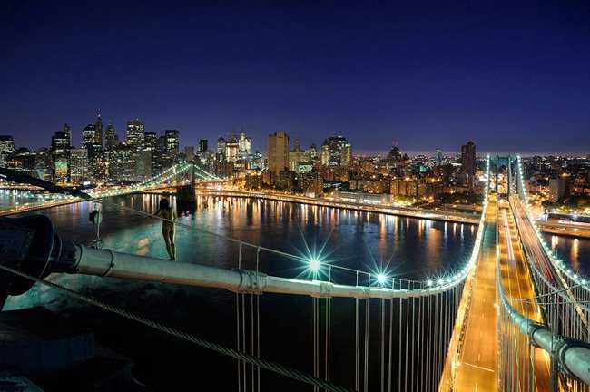 Cô cũng có những bức ảnh khỏa thân chụp từ tầng cao của thành phố.