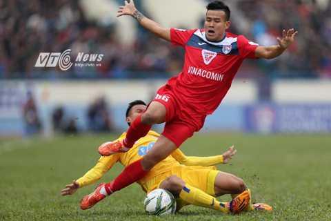 Cuộc so tài giữa hai đội bóng giàu tham vọng nhất V-League 2016 (Ảnh: Q.M)