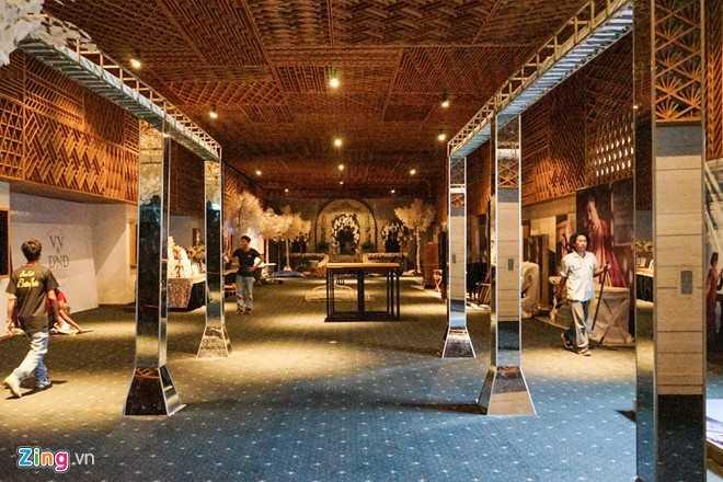 Không gian tiệc cưới của cặp đôi vàng làng phim Việt được bày trí theo phong cách điện ảnh.