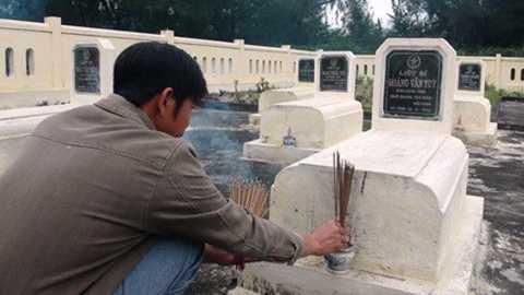 Dù không thể đưa được con về với đất mẹ, gia đình cụ Dỏ vẫn lập một ngôi mộ gió cho con tại nghĩa trang liệt sỹ xã Hải Ninh.