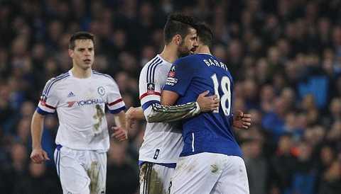Phút 84 khi tỉ số đang là 2-0 nghiêng về Everton, Gareth Barry có tình huống phạm lỗi với Costa khiến tiền đạo Chelsea không kiềm chế được. Anh lao vào gây gổ với đối thủ.