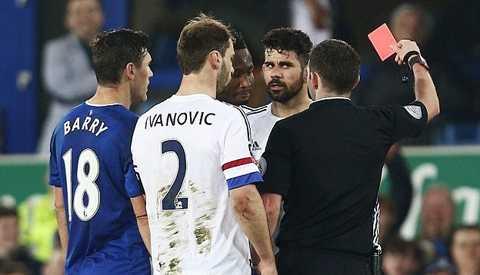 Dù thực hiện kín đáo và ma mãnh nhưng Costa không qua mắt được trọng tài chínhMicheal Oliver. Ông lập tức rút thẻ vàng thứ 2 với Costa, đồng nghĩa với một thẻ đỏ.