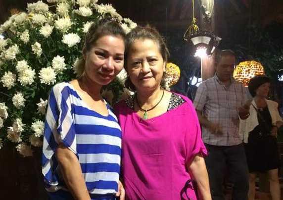 Hai mẹ con bà Hạnh và chị Trang