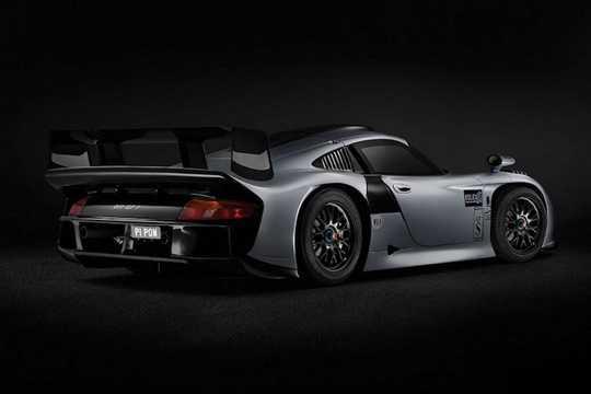 Thay vì có động cơ đặt sau đuôi như những chiếc 911 bình thường, dòng 911 GT1 có máy nằm giữa thân xe, khiến nhiều fan Porsche bảo thủ coi nó không phải là một chiếc 911 thực thụ.