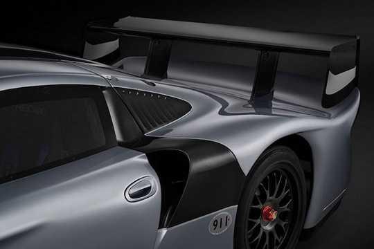Động cơ của xe có dạng 6 xi-lanh nằm ngang truyền thống của dòng 911 và dung tích chỉ 3.2l, nhưng có khả năng tạo ra từ 600-640 mã lực tùy cấu hình nhờ có 2 tăng áp.